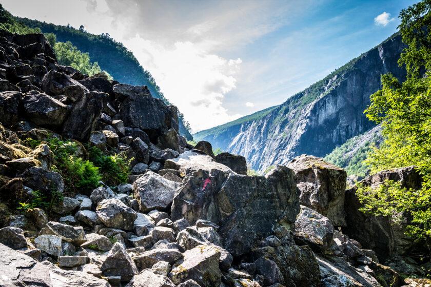 Felsiger Wanderweg durchs Måbødal