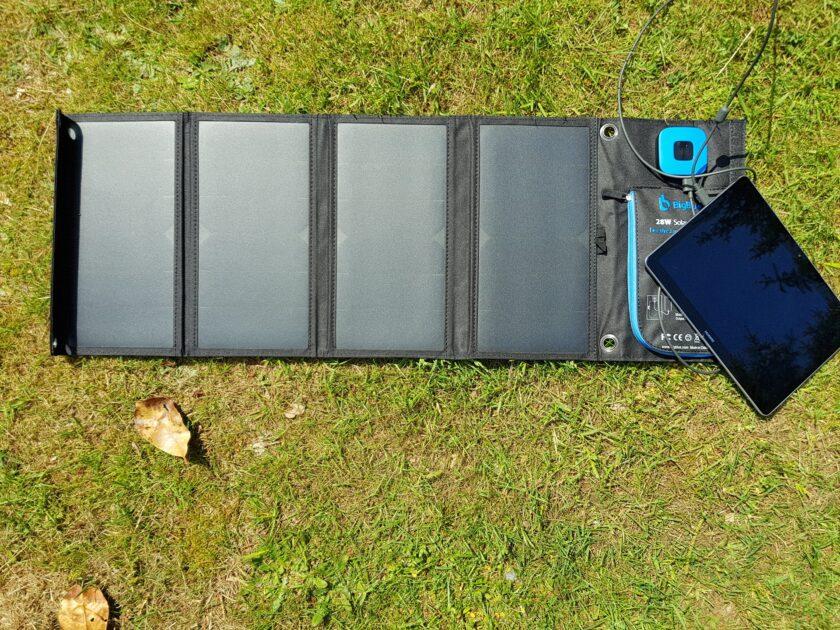Solarladegerät für die Stromversorgung beim Camping