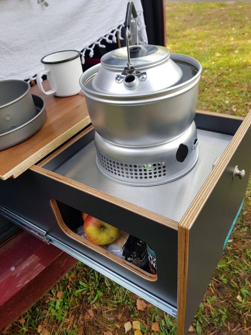 Küchenauszug mit Trangia Sturmkocher