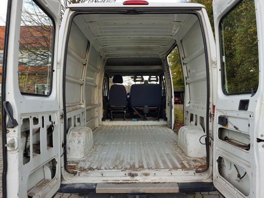 Fiat Ducato DIY Camper Van von Innen vor dem Ausbau