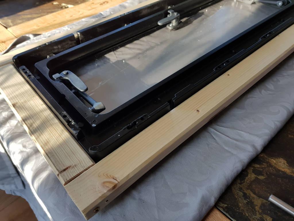 Holzrahmen für Dometic S4 Fenster