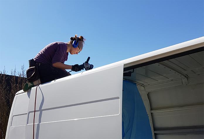 Rostbehandlung auf dem Dach unseres neuen Wohnmobils