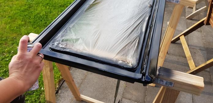 Tadaaa, das Fenster bzw. der Rahmen ist nun schwarz.
