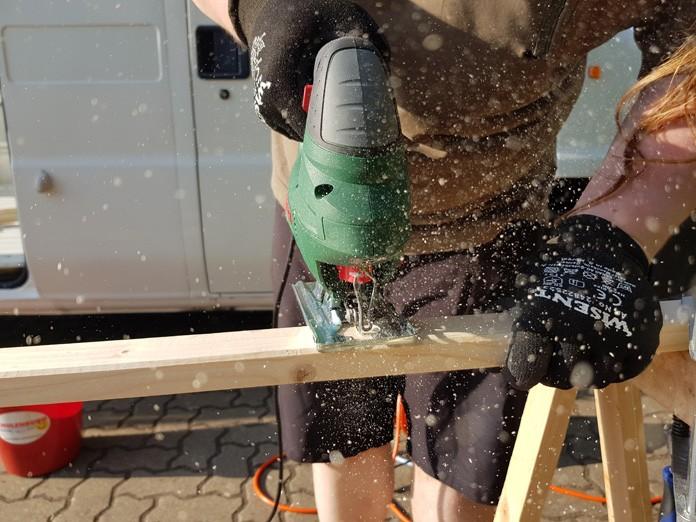 Holz für den Wohnmobilausbau sägen - DIY Camper Projekt