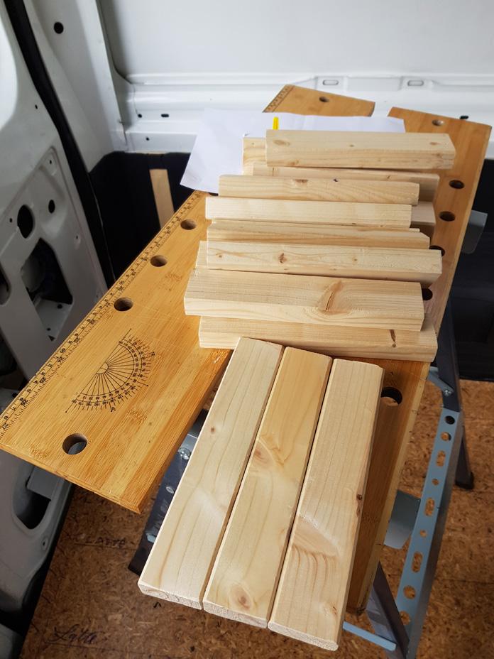 Holzlatten abmessen und zersägen