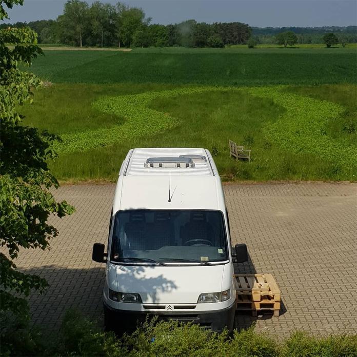 Unser DIY Camper mit beiden Dachfenstern