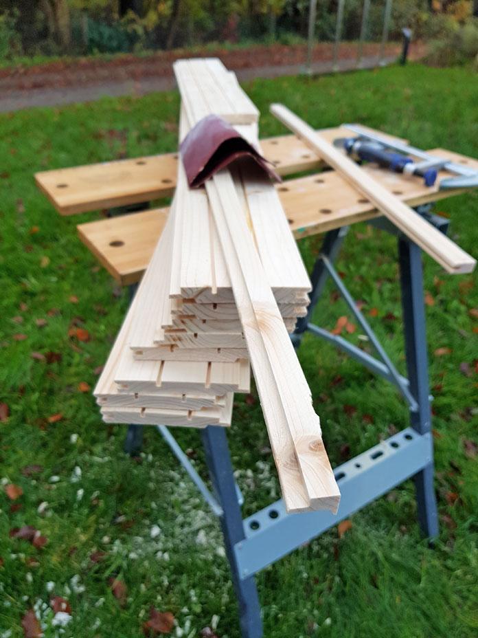 Holz für die Deckenverkleidung