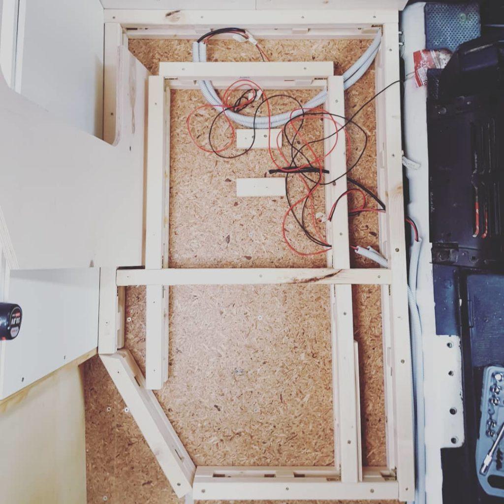 Stromkasten im Podest