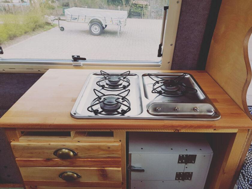 Küchenschrank mit Gaskochfeld