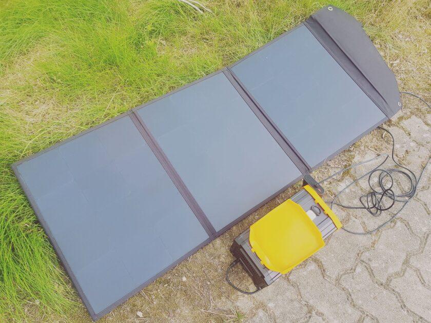 SolarPanel von Plug In Festivals aufgeklappt