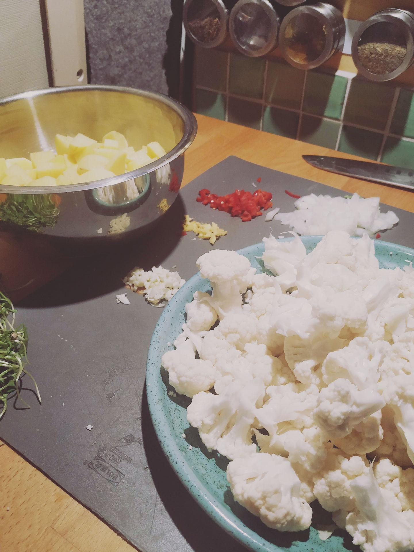 One Pot Erdnuss Curry Zubereitung